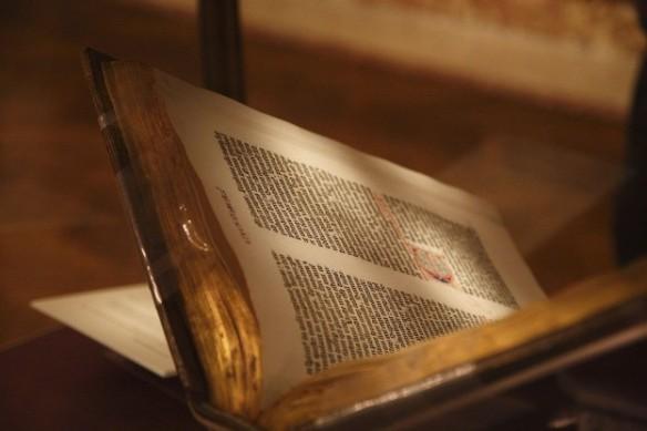 1024px-Gutenberg_Bible_New_York_Public_Library_USA._Pic_02-624x416